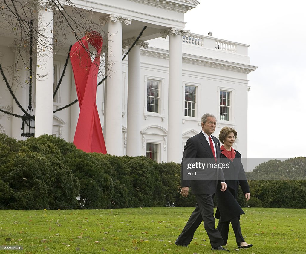 Bush Delivers Remarks On World Aids Day : News Photo