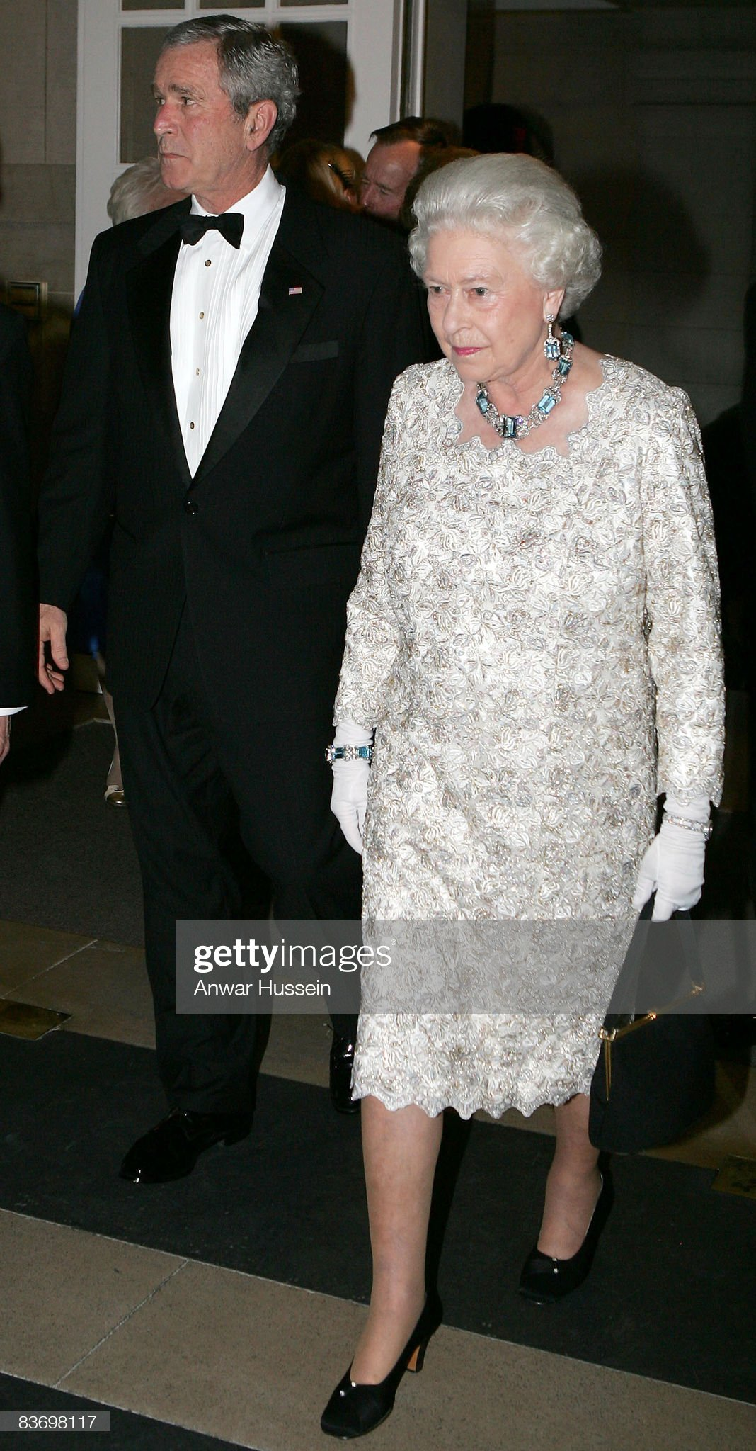 HRH Queen Elizabeth ll attends a dinner at the British Ambassador's Residence in Washington DC : News Photo