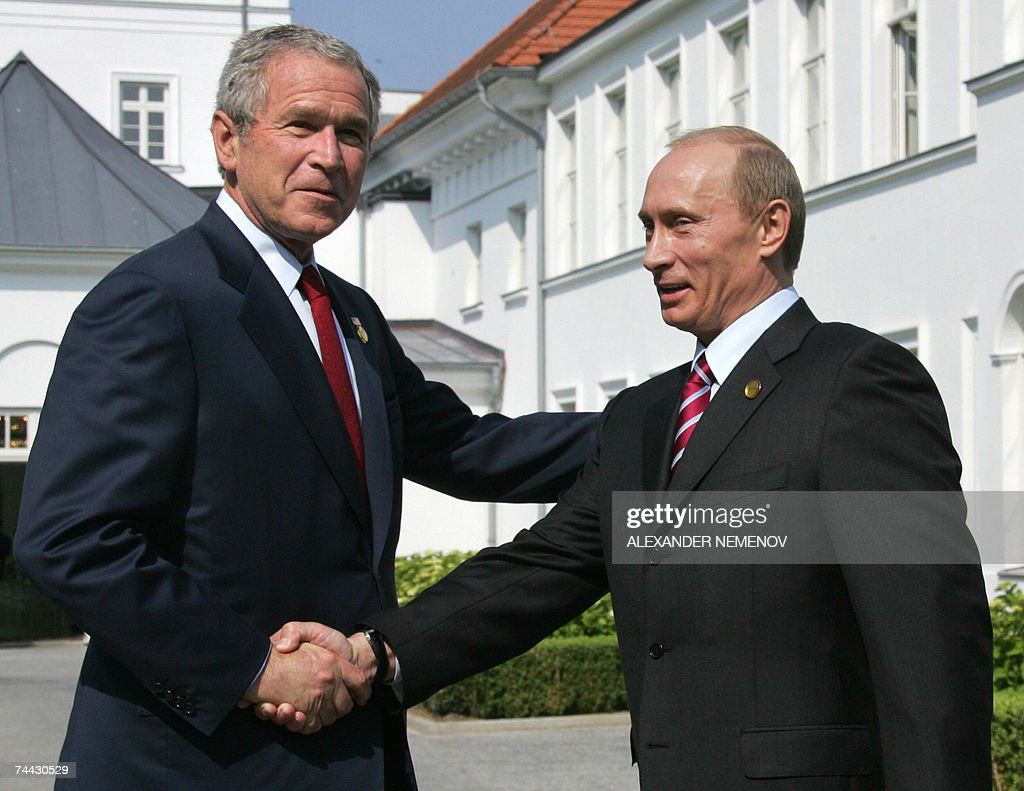 US President George W. Bush (L) and Russian President Vladimir Putin shake hands as they address the media following a bilateral meeting 07 June 2007 on the second day of the G8 summit in Heiligendamm. The leaders of the G8 nations, Britain, Canada, France, Germany, Italy, Japan, Russia and the United States, gather in the Baltic Sea resort of Heiligendamm for three days of talks focusing on climate change and development aid to Africa.