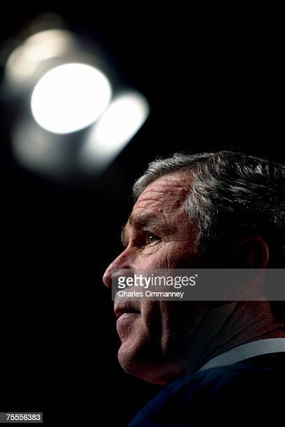 S President George W Bush announces his plan to start vaccinating US soldiers and civilians against the smallpox disease December 13 2002 in...