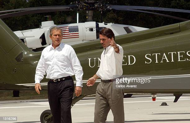 President George W Bush arrives at the country estate of Quintos de Mora June 12 2001 and is greeted by Spanish Prime Minister Jose Maria Aznar in...
