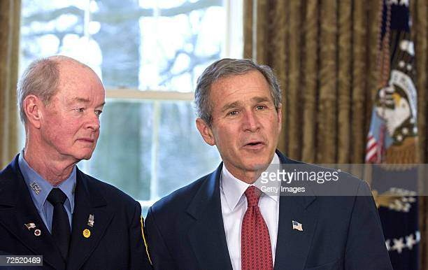 Us Bush Bullhorn Pataki Stock Photos And Pictures Getty Images