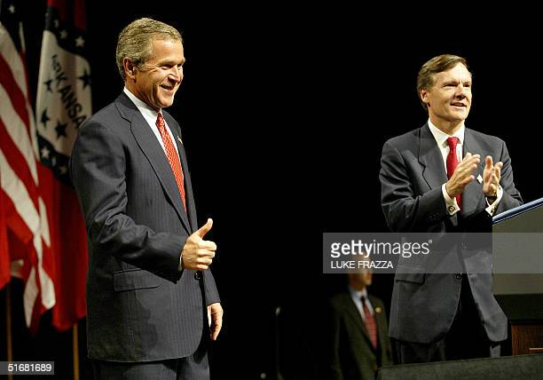 President George W. Bush attends a fundraiser for US Sen. Tim Hutchinson's, R-AR, re-election campaign in Little Rock, Arkansas 29 August 2002 after...
