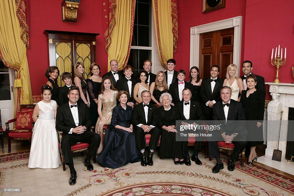 Bush Family Portrait : News Photo