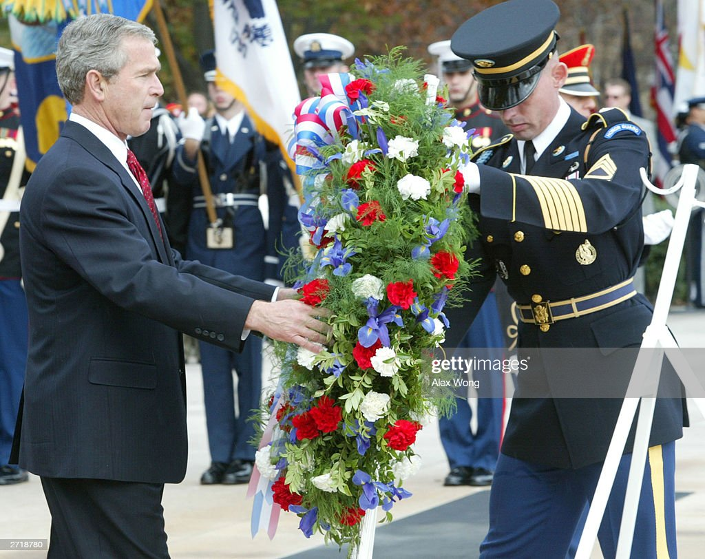 Bush Attends Ceremony Commemorating Veterans Day : Foto jornalística