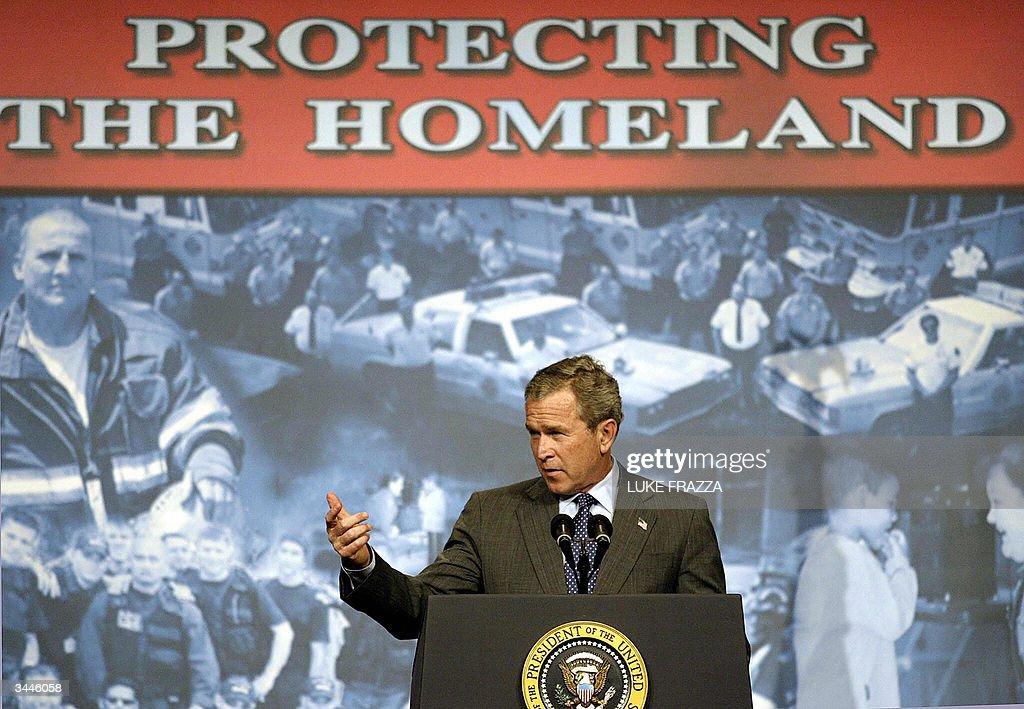 US President George W. Bush makes remark : News Photo