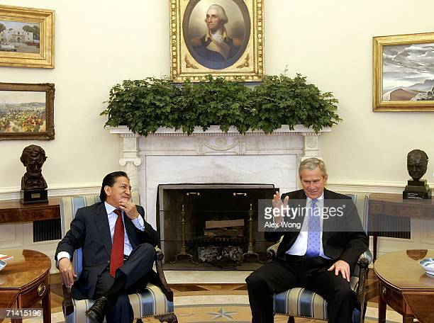 S President George W Bush meets with President of Peru Alejandro Toledo in the Oval Office of the White House July 11 2006 in Washington DC Toledo...