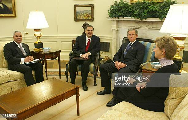 S President George W Bush receives a briefing on carbon sequestration as he meets with US Secretary of State Colin Powell US Secretary of Energy...