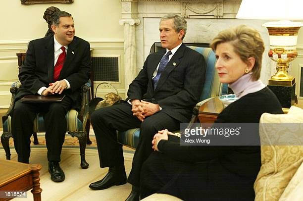 S President George W Bush receives a briefing on carbon sequestration as he meets with US Secretary of Energy Spencer Abraham and Environmental...