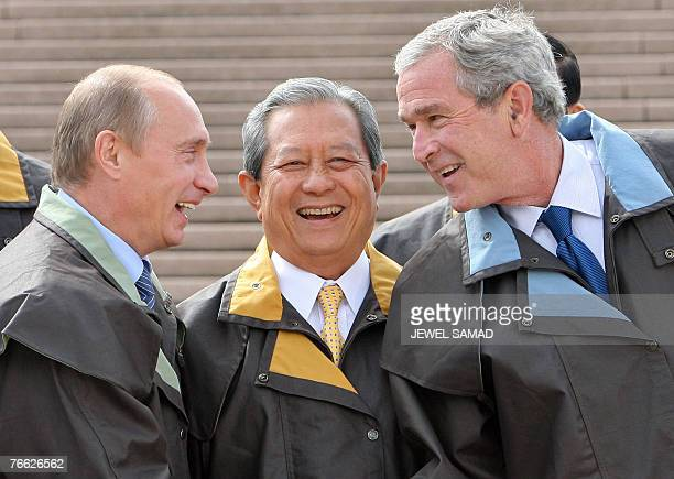 US President George W Bush Russia's President Vladimir Putin and Thailand's Prime Minister Surayud share a laugh as they arrive to pose with other...