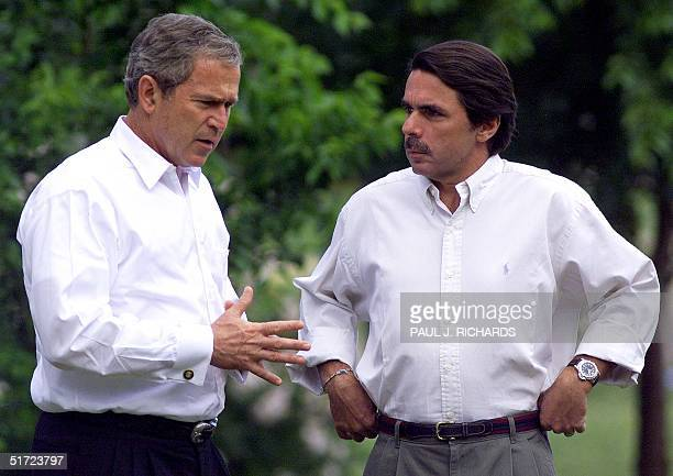 President George W Bush talks with Spanish Prime Minister Jose Maria Aznar 12 June 2001 after arriving at Los Quintos de MoraSpain for a 4 hour...