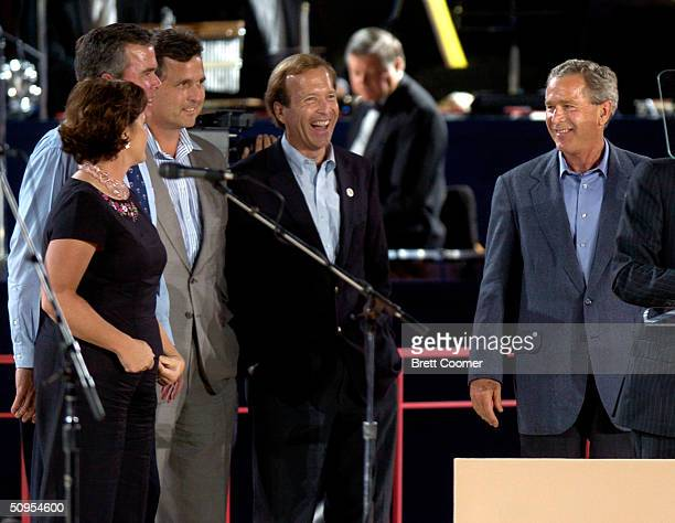 President George W Bush walks onto the stage while his siblings Dorothy Jeb Marvin and Neil look on before speaking in honor of their father former...