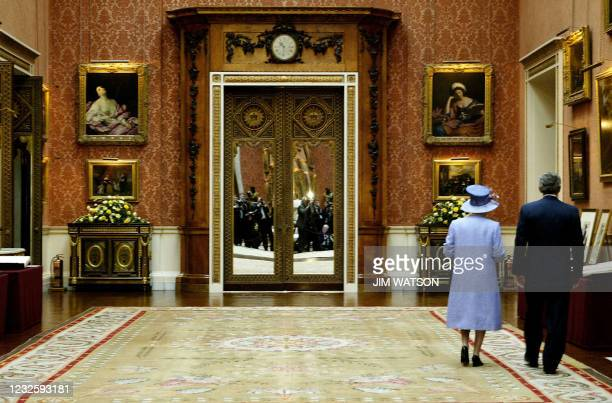 President George W. Bush walks through the Queen's Gallery at Buckingham Palace with Britain Queen Elizabeth II 19 November 2003 during his state...