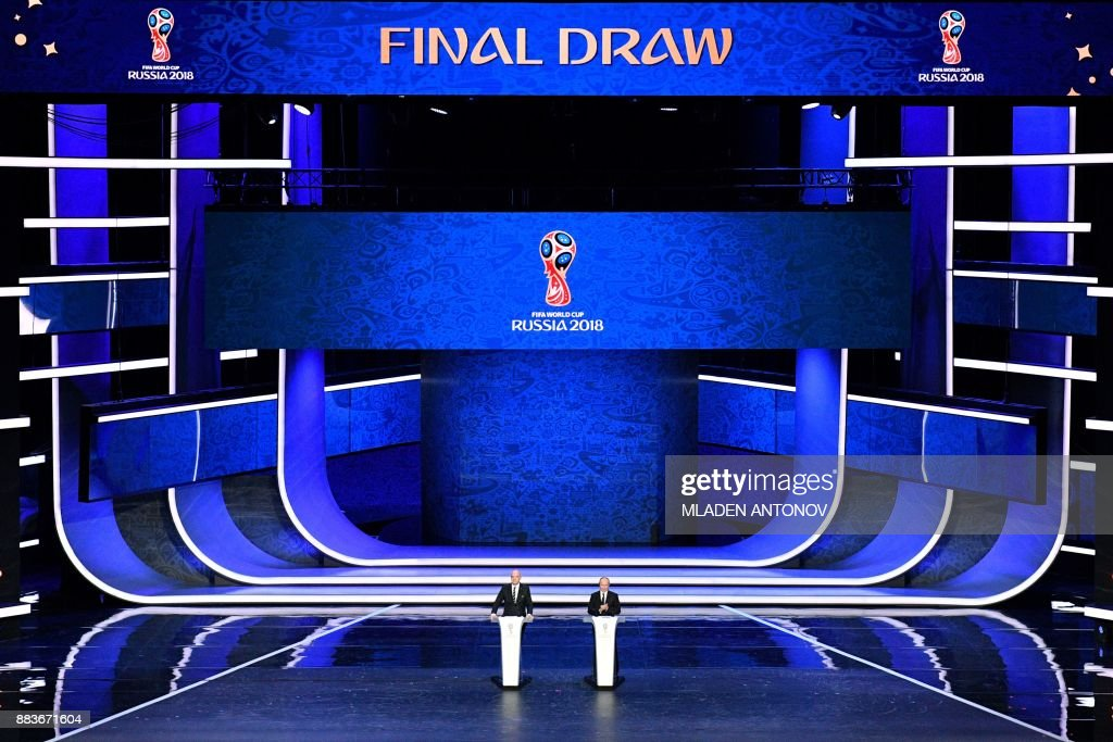 TOPSHOT - FIFA president Gianni Infantino (L) and Russian President Vladimir Putin speak on stage ahead of the Final Draw for the 2018 FIFA World Cup football tournament at the State Kremlin Palace in Moscow on December 1, 2017. The 2018 FIFA World Cup will be held from June 14 and July 15, 2018, in 11 Russian cities. / AFP PHOTO / Mladen ANTONOV