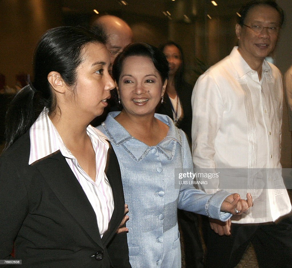 President Gloria Macapagal Arroyo , her daughter Luli and Education... News  Photo - Getty Images