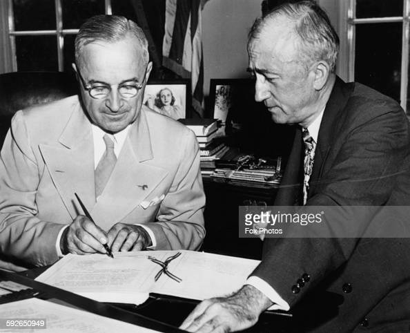 US President Harry S Truman signing the Charter of the ...