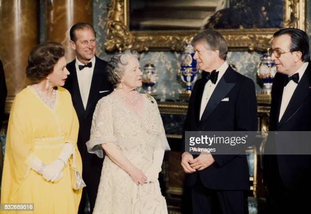 US President Jimmy Carter speaks with Her Majesties The Queen and the Queen Mother as Prince Philip and Italian Prime Minister Giulio Andreotti look...