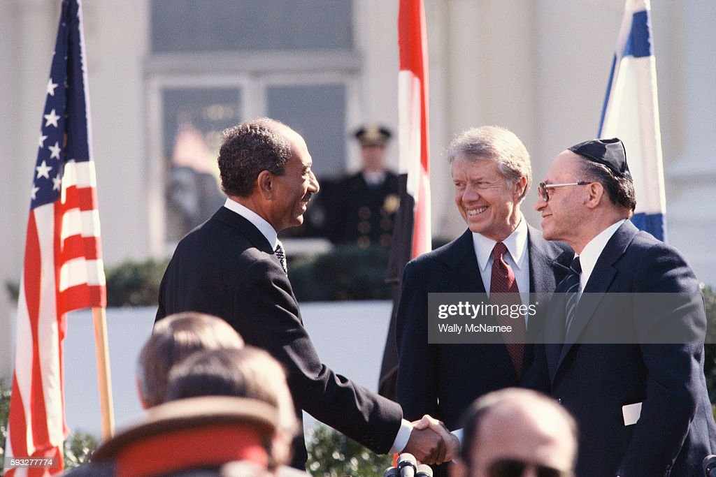 Shaking hands at the signing of the Camp David Accords : News Photo