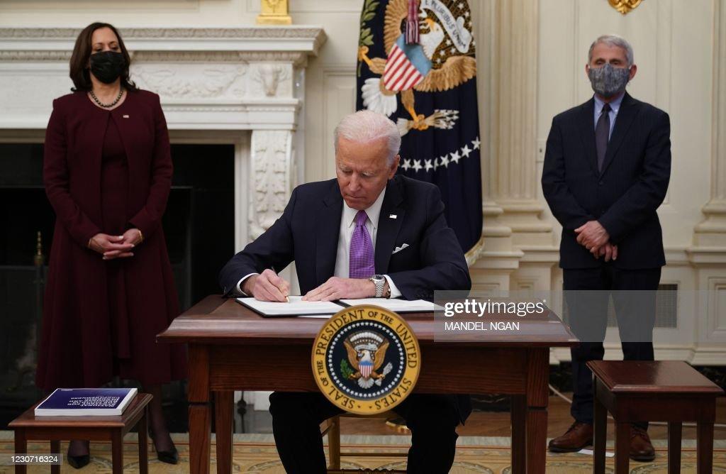 TOPSHOT-US-POLITICS-BIDEN-HEALTH-VIRUS : News Photo