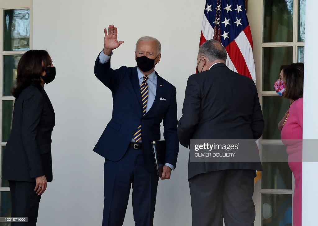 US-POLITICS-BIDEN-HEALTH-VIRUS-AID : News Photo