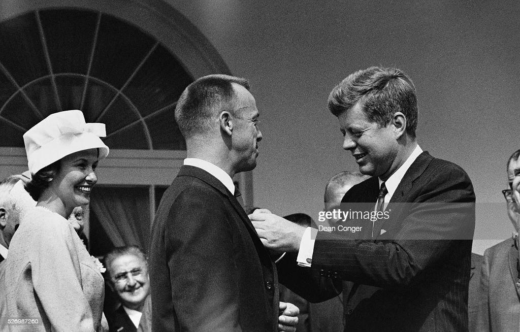 John F Kennedy Alan Shepard Award PHOTO Mercury Mission Astronaut WHITE HOUSE