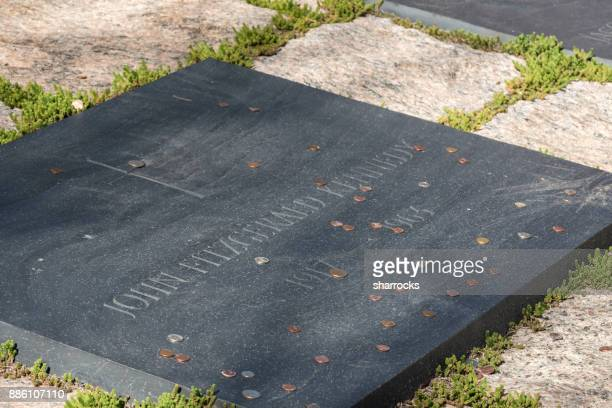 us president john f kennedy grave stone, arlington national cemetery, virginia, usa - john f kennedy burial site stock pictures, royalty-free photos & images