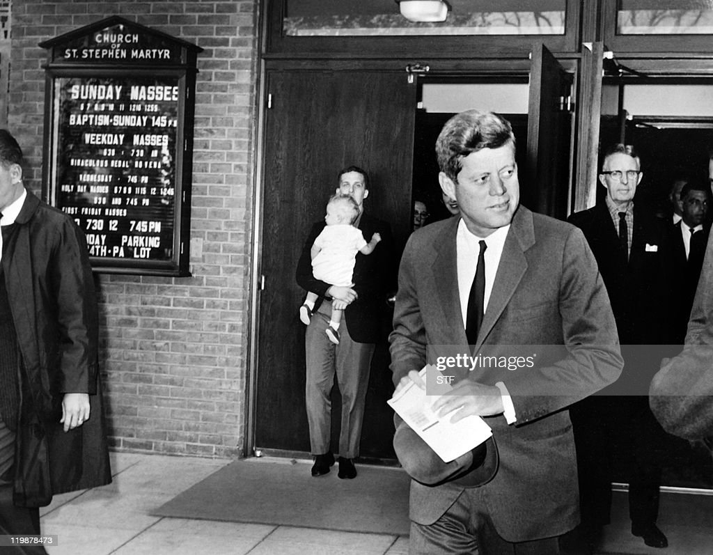 US President John Fitzgerald Kennedy lea : News Photo