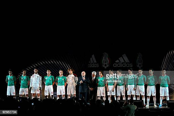FIFAS' President Joseph Blatter Justino Compean president of Mexican Federation and Mexico's players during the presentation of the new Tshirt of the...