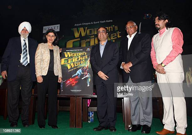 President KPS Gill Anjum Chopra Sports Minister Ajay Maken and Union Minister for Agriculture Sharad Pawar during the release of a book 'Women's...