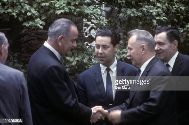President Lyndon Johnson and Aleksej Nikolaevič Kosygin shaking hands at Glassboro Summit, Glassboro, New Jersey, June 1967.