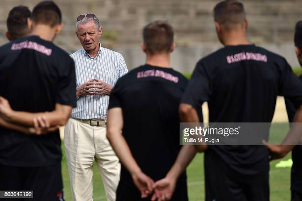 President Maurizio Zamparini of US Citta' di Palermo takes a speach to players during a Palermo training session at Campo Tenente Onorato on October...