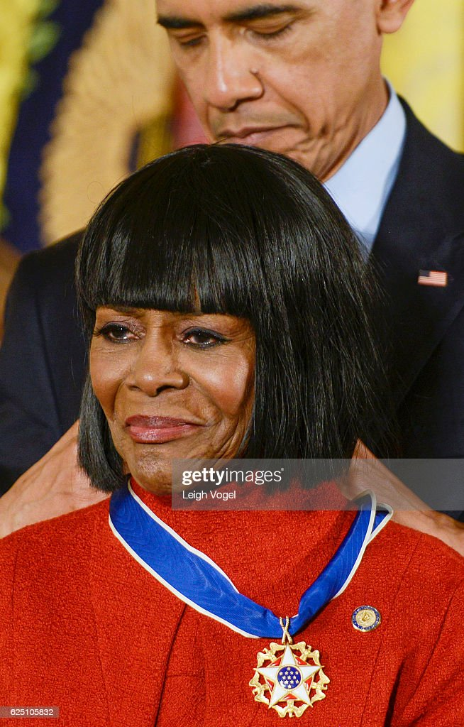 President Obama presents Cicely Tyson with the 2016 Presidential Medal Of Freedom at the White House on November 22, 2016 in Washington, DC.