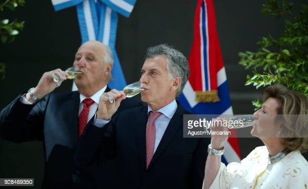 President of Argentina Mauricio Macri Harald V and Queen Sonja of Norway have a toast at Casa Rosada during the official visit of the Kings of Norway...
