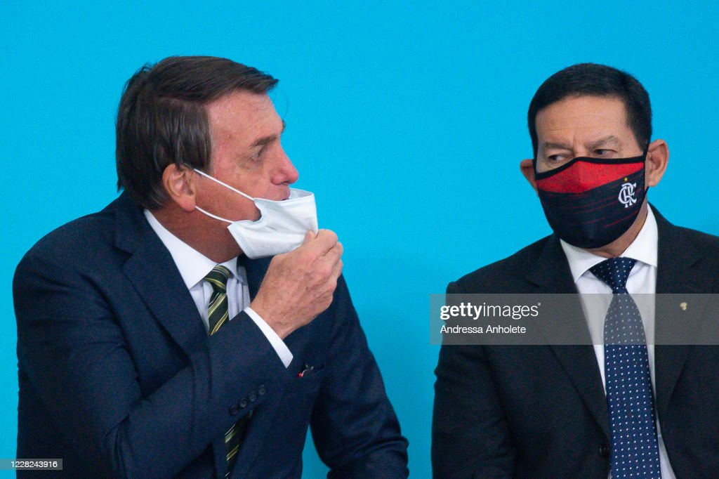 Bolsonaro Participates in the Celebration of the National Volunteer Day at the Planalto Palace Amidst the Coronavirus (COVID - 19) Pandemic : News Photo