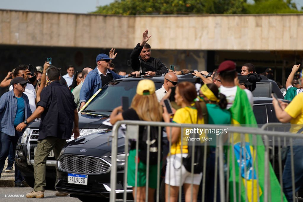 Bolsonaro Rides With Supporters Amid Coronavirus Surge : News Photo