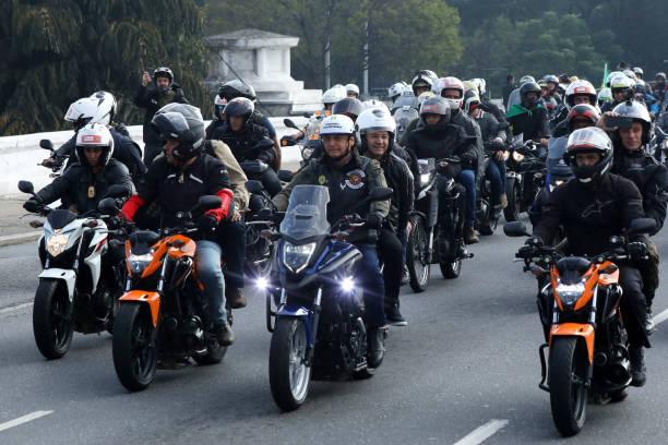 BRA: Bolsonaro Holds Motorcade With Supporters Amid Coronavirus Crisis