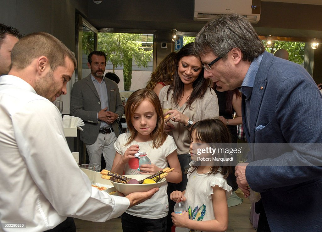 President of Catalunya Carles Puigdemont (R) visits the new store of Mireia Vidal Bridal on May 21, 2016 in Barcelona, Spain.