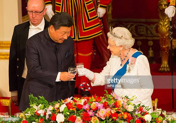 President of China Xi Jinping and Britain's Queen Elizabeth II attend a state banquet at Buckingham Palace on October 20 2015 in London England The...