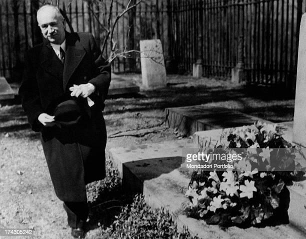 President of Czechoslovakia Edvard Benes paying homage to Thomas Jefferson's grave Charlottesville 1940s