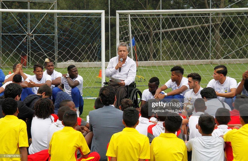 President of Ecuador Visits U-20 Football National Team Winners of the South American Championships : ニュース写真