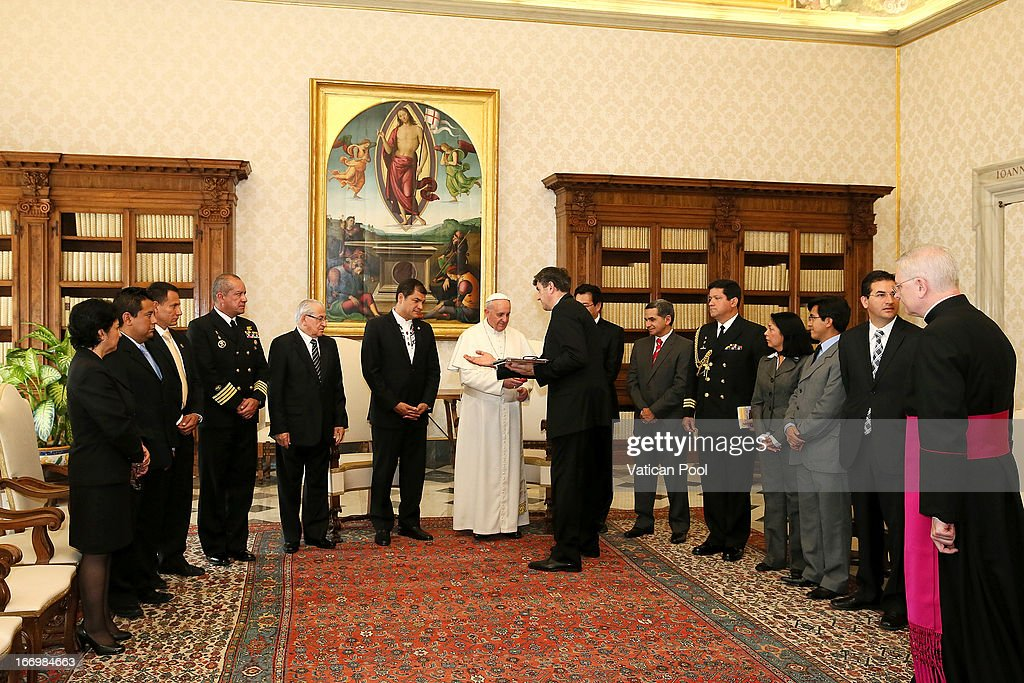 President of Ecuador Rafael Correa (C, L) and his delegation meet with Pope Francis at his private library on April 19, 2013 in Vatican City, Vatican. The President of Ecuador met Pope Francis for talks about his country and the church's contribution to aspects of Ecuador's social challenges that lie ahead.