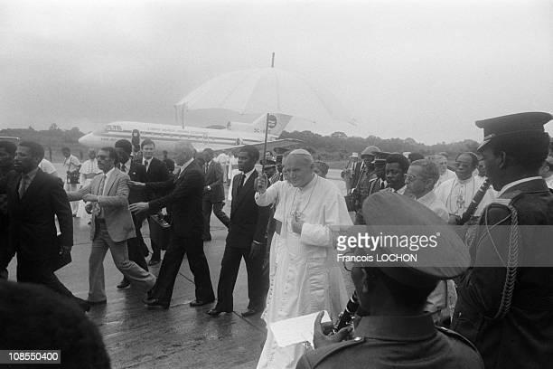 NB 176833 President of Equatorial Guinea Teodoroa Obiang Nguema Mbasogo receives Pope JohnPaul II in Malabo Equatorial Guinea on February 18th 1982