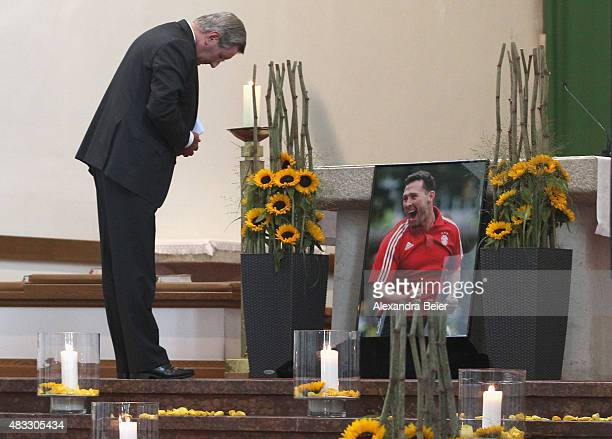 President of FC Bayern Muenchen Karl Hopfner bows next to a photograph of recentlydeceased Stephan Beckenbauer during the memorial service at Hl...