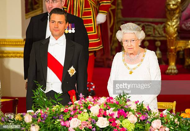 President of Mexico Enrique Pena Nieto and Queen Elizabeth II during a state banquet at Buckingham Palace on March 3 2015 in London England The...