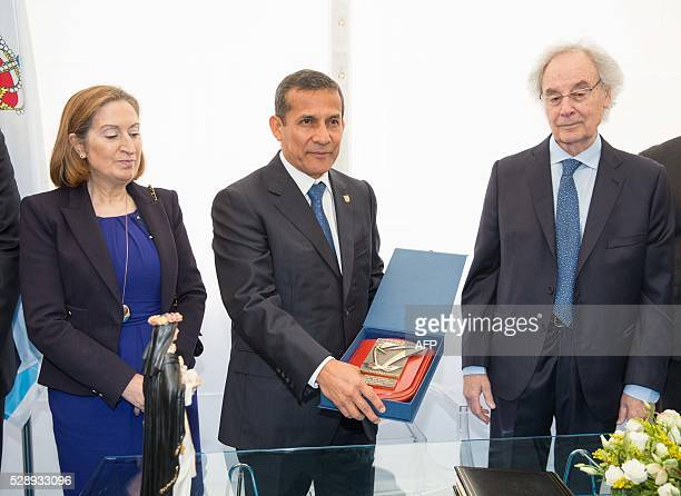 President of Peru Ollanta Humala poses between President of Freire shipyard Jesus Freire and Spanish minister of public works and transport Ana...
