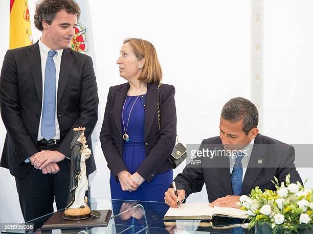 President of Peru Ollanta Humala signs next to Spanish minister of public works and transport Ana Pastor as they attend the oceanographic ship...