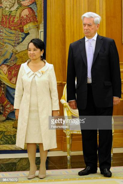 President of Philippines Gloria Macapagal Arroyo and writer Mario Vargs Llosa pose for photographers during 'Don Quijote De La Mancha' International...