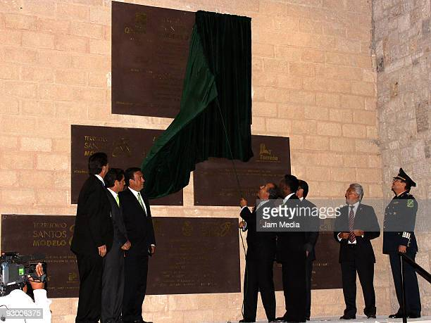 President of Santos Alejandro Irraragorri Humberto Moreira President of Mexico Felipe Calderon Pele Carlos Fernandez and President of FEMEXFUT...