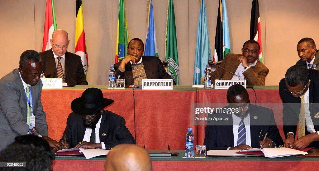 Salva Kiir Mayardit -  Riek Machar Meeting in Ethiopia : News Photo