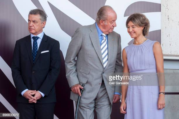 President of the Basque regional government Inigo Urkullu King Juan Carlos and Spain's Agriculture minister Isabel Garcia Tejerina attend Macan...